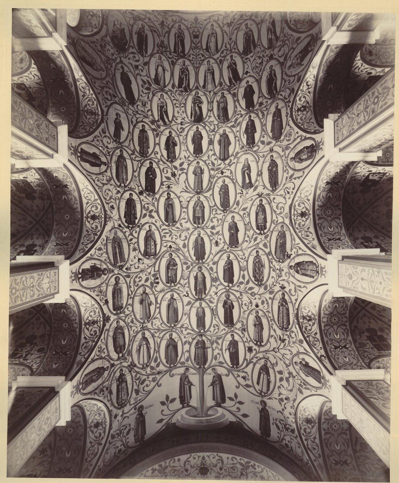 Здание Исторического музея. Главные Сени. Вид на потолок с древом великих князей и царей. 1880-е