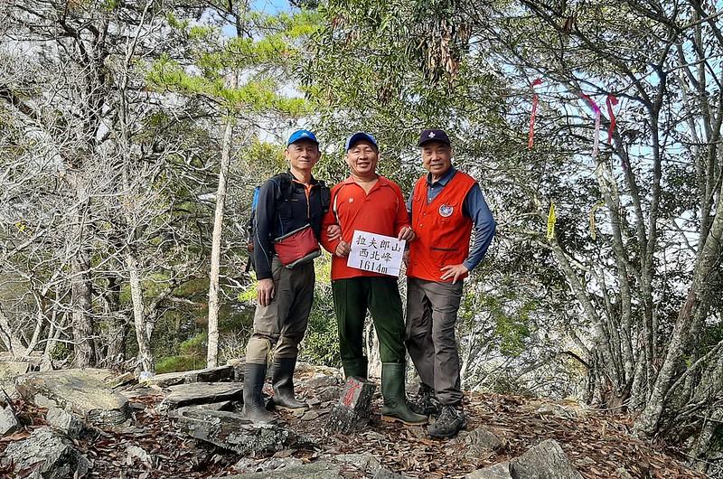 拉夫郎山西北峰山頂 (4)