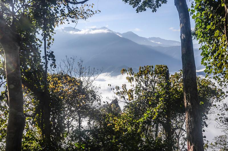 登卡社山途中(H 1233 m)南望治茆等群山 (22)