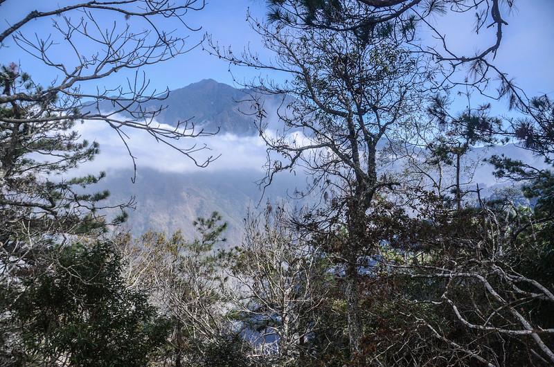 拉夫郎山西北峰東北望冠山