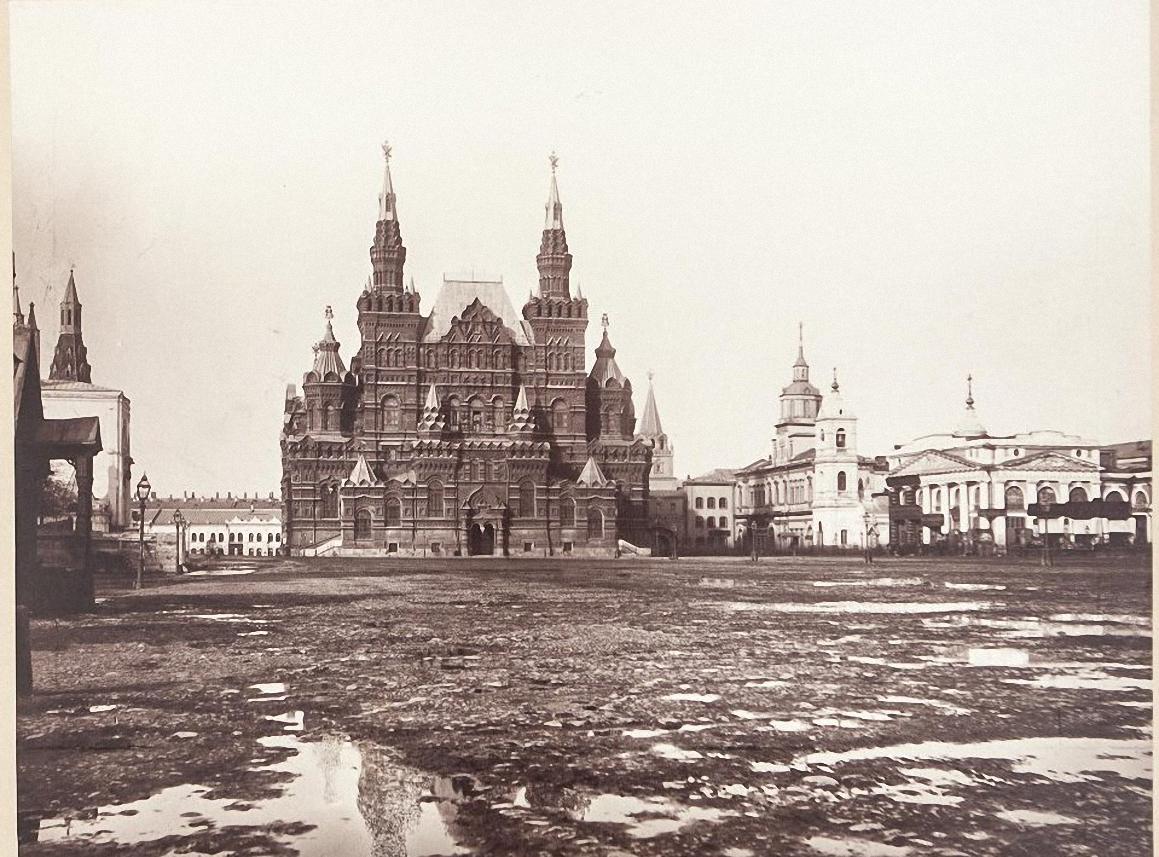 Общий вид здания Исторического музея от Красной площади. 1880-е