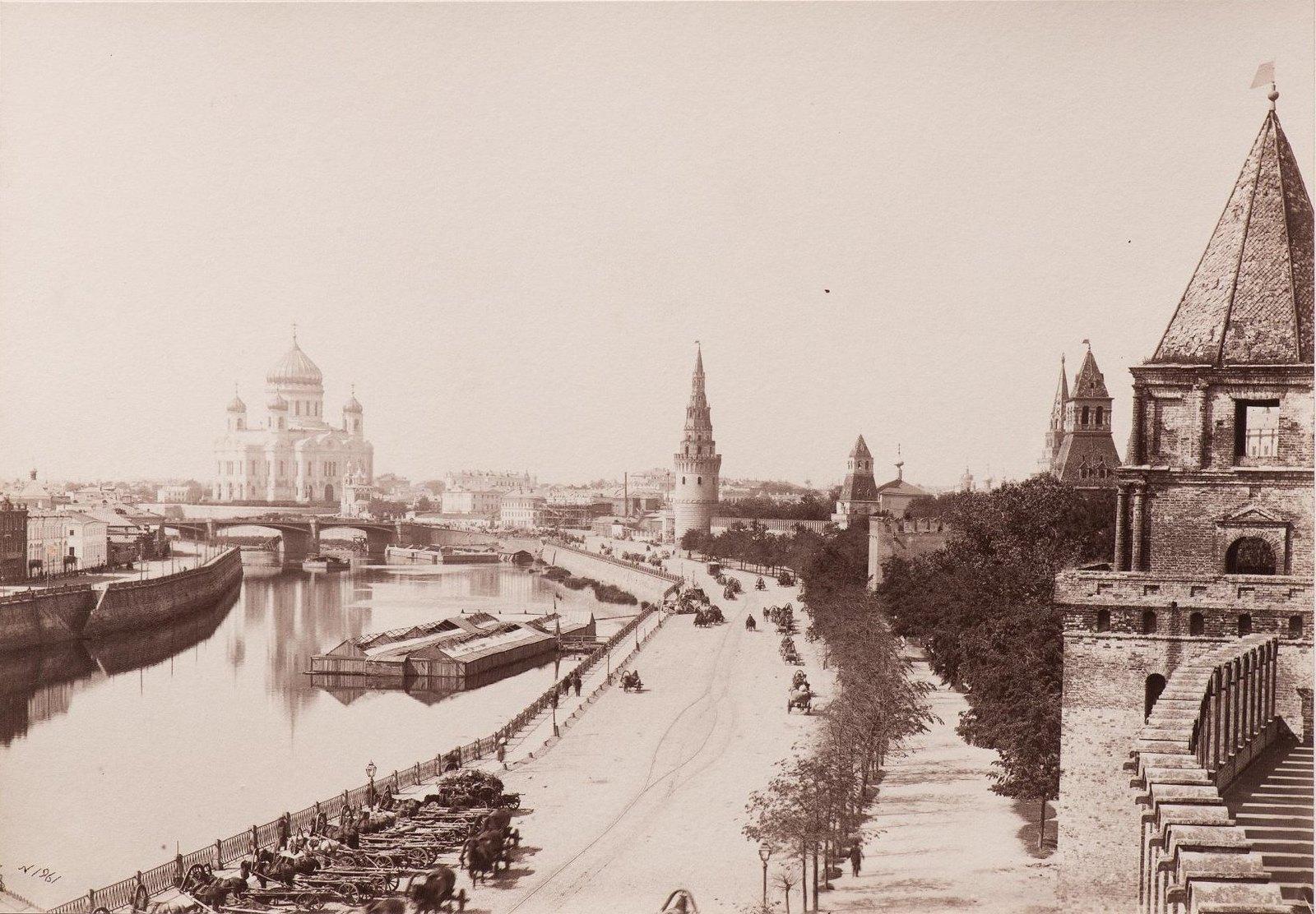 Кремлевская набережная. Вид в сторону храма Христа Спасителя. Неизвестный фотограф. 1890-е