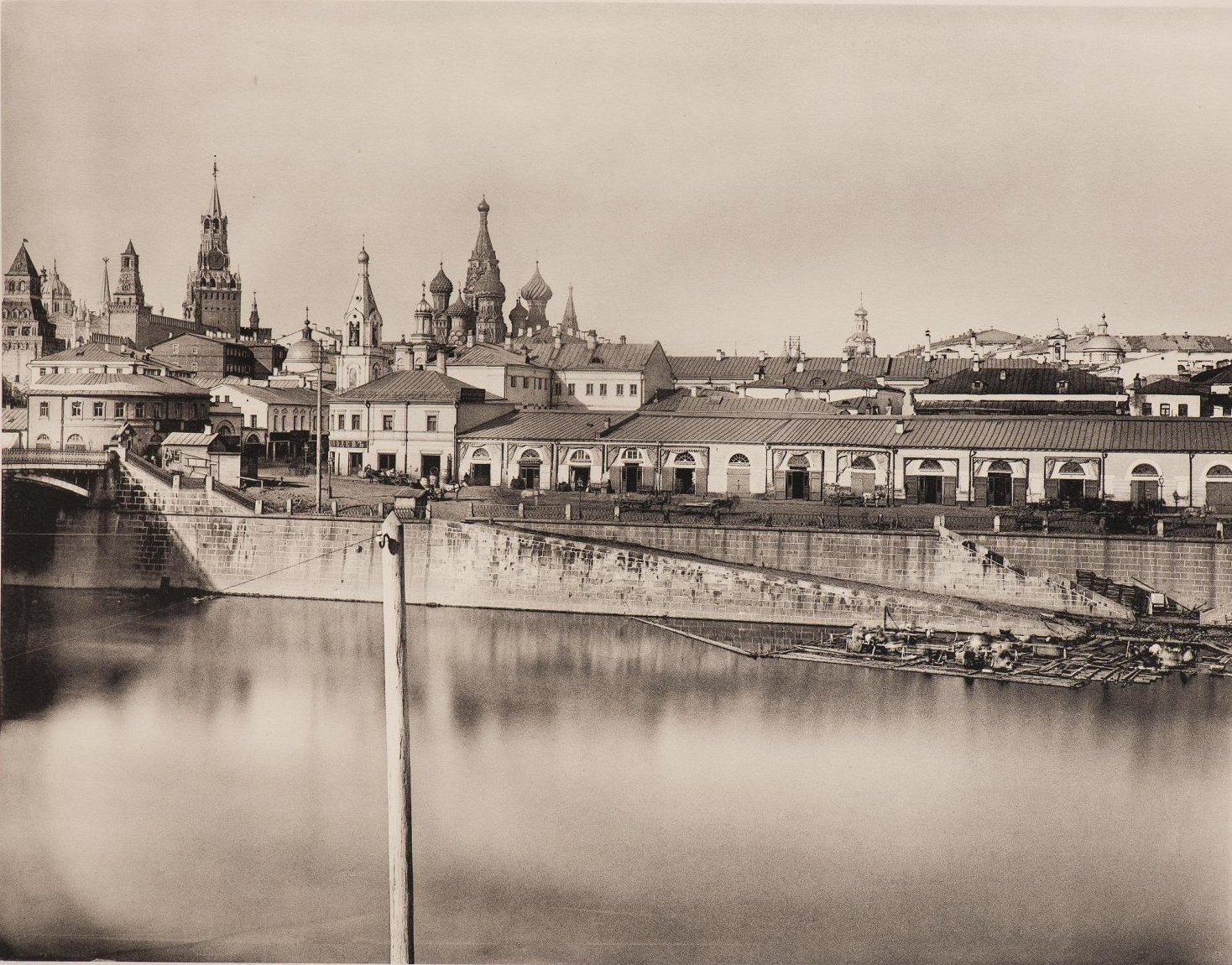 Вид на Покровский собор и Китай-город из-за Москвы-реки. 1884