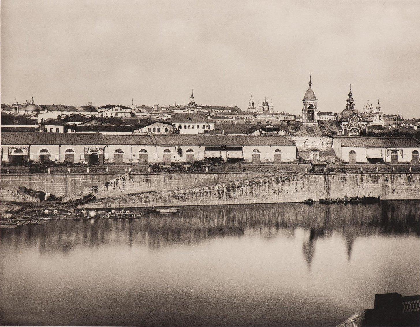Вид на Китай город из Замоскворечья. Справа церковь Николы Чудотворца. 1884