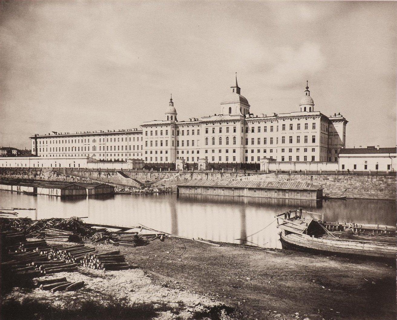 Вид Воспитательного дома из Замоскворечья. 1884