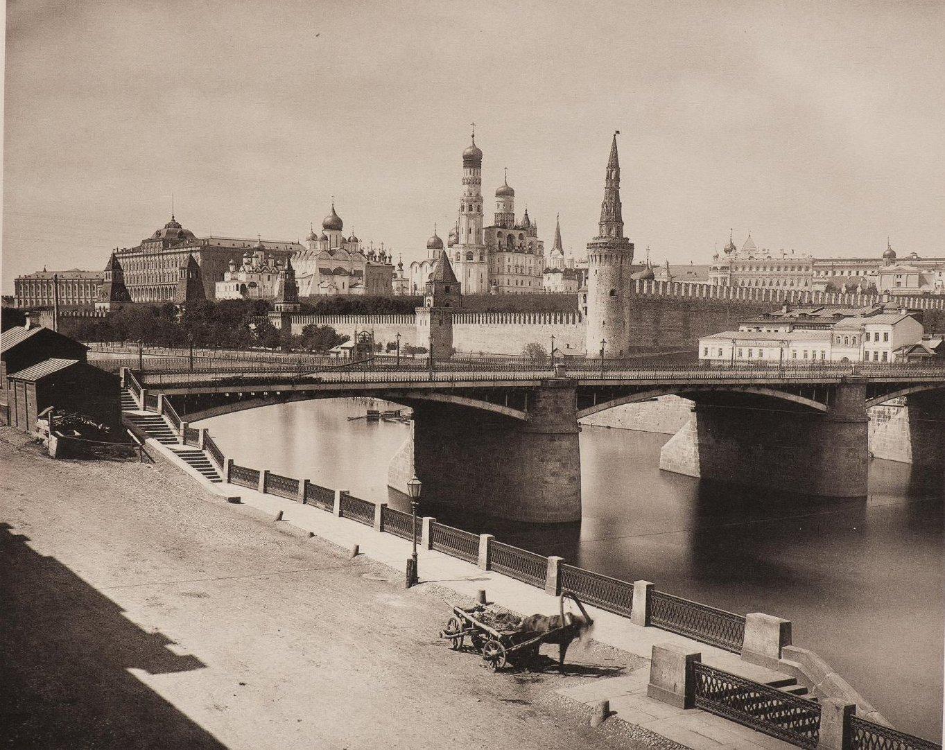 Вид Кремля и Москворецкого моста от Москворецкой набережной. 1884