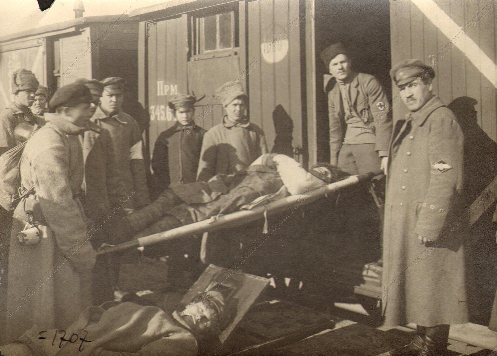 1918-1920. Эвакуация раненых из Ораниенбаума после боев за взятие Кронкрепости. Кронштадтский фронт.