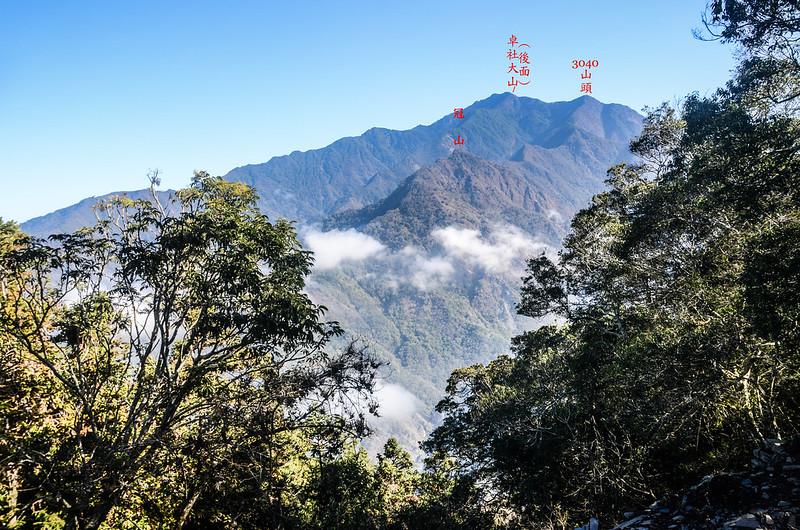 關門古道稜線東北望冠山、卓社大山 (4)