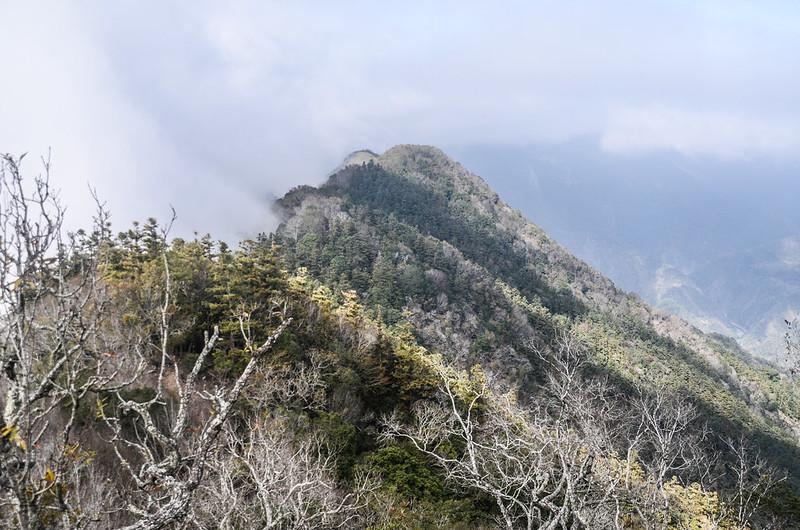 拉夫郎西北峰西北望關門古道稜線 (5)