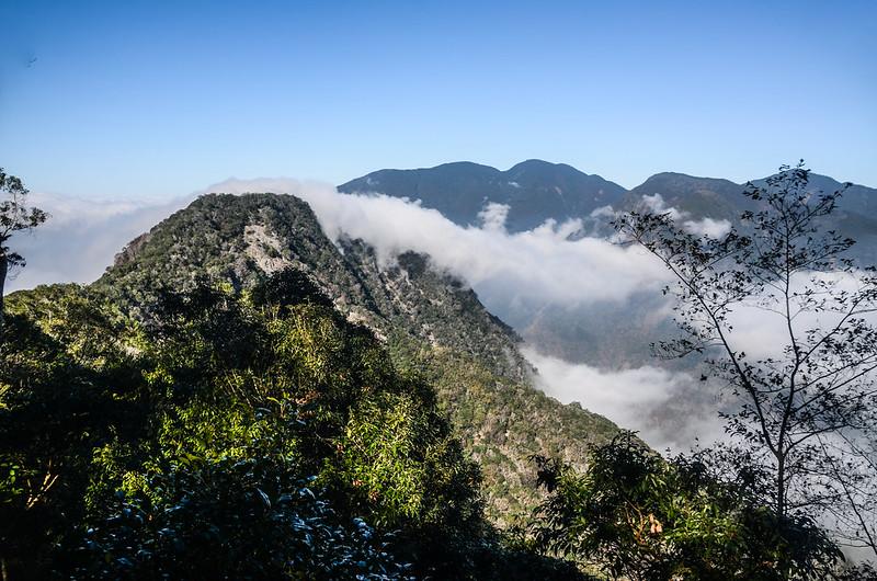 關門古道稜線西北望卡社山 (1)