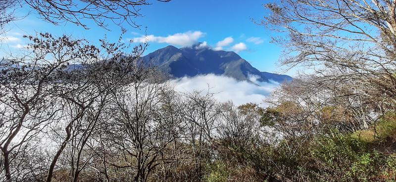 登卡社山途中(H 1233 m)南望治茆等群山 (17)
