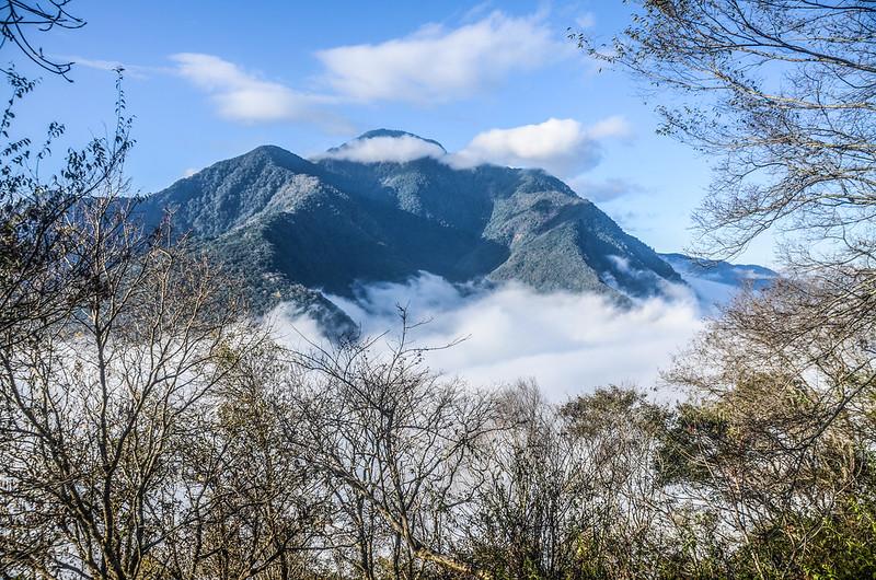 登卡社山途中(H 1233 m)南望治茆等群山 (8)