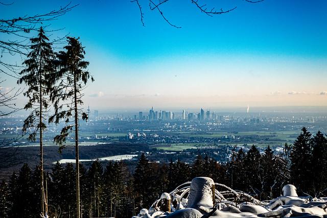 Blick auf vom Taunus in Richtung Main-Metropole