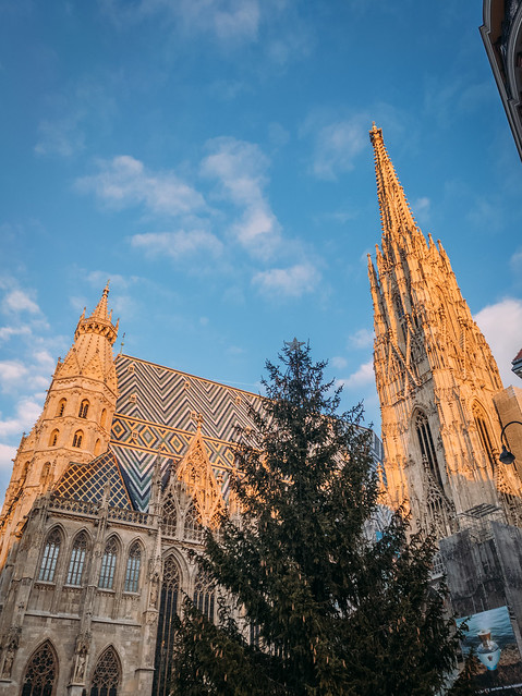 Sun illuminating the St. Stephen's cathedral in Vienna
