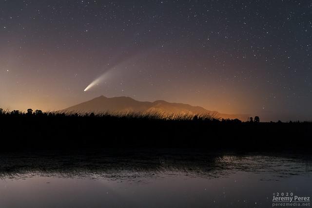14 July 2020 — Marshall Lake, Arizona — C/2020 F3 (NEOWISE) and San Francisco Peaks