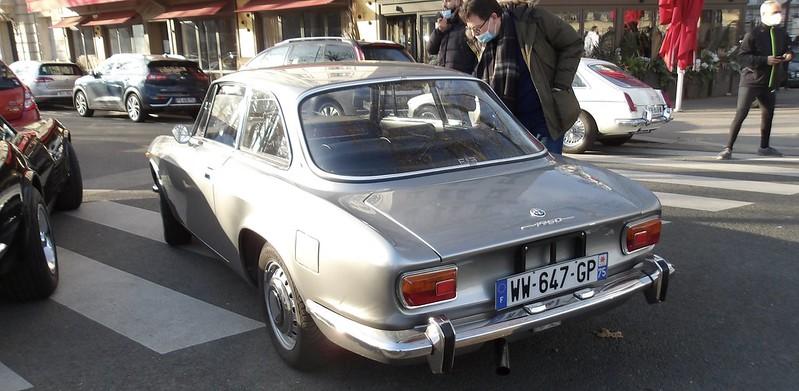 Alfa Romeo GTV 1750 S1 Bertone -  Paris Vauban Janvier 2021  50821069907_c2381dd85b_c