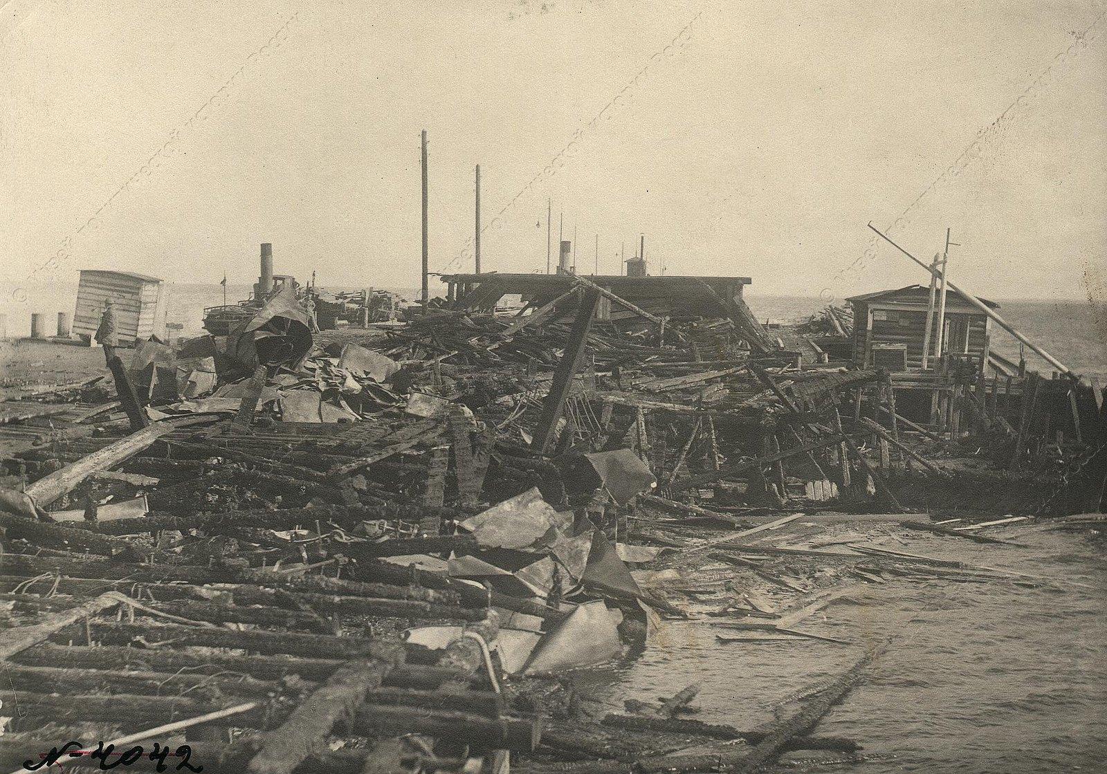 1919. Пожар лесных и продовольственных складов в Кронштадте