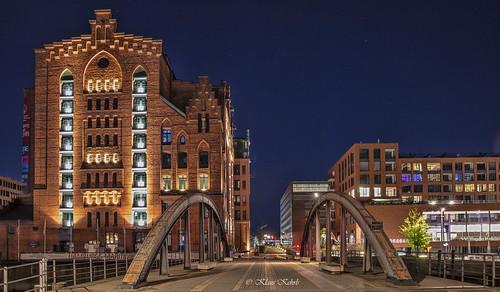 hamburg architektur speicherstadt speicher kaispeicherb brücken busanbrücke nacht nachtaufnahme maritimesmuseum