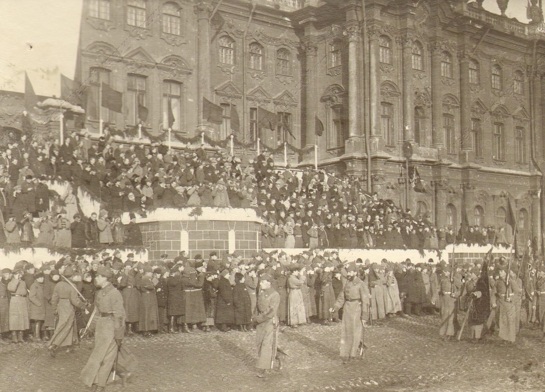 1918-1920. Трибуна на Дворцовой площади во время военного парада