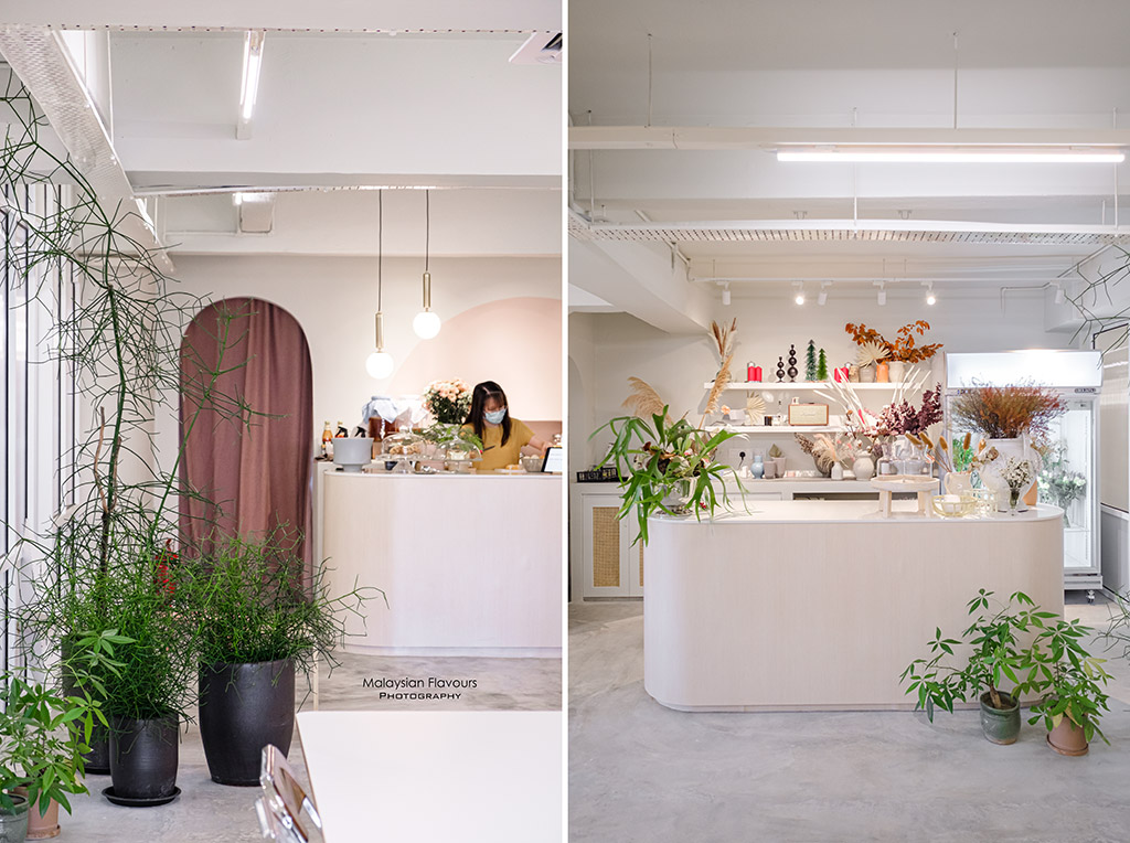 Fine-Coffee-and-Flowers-interior2