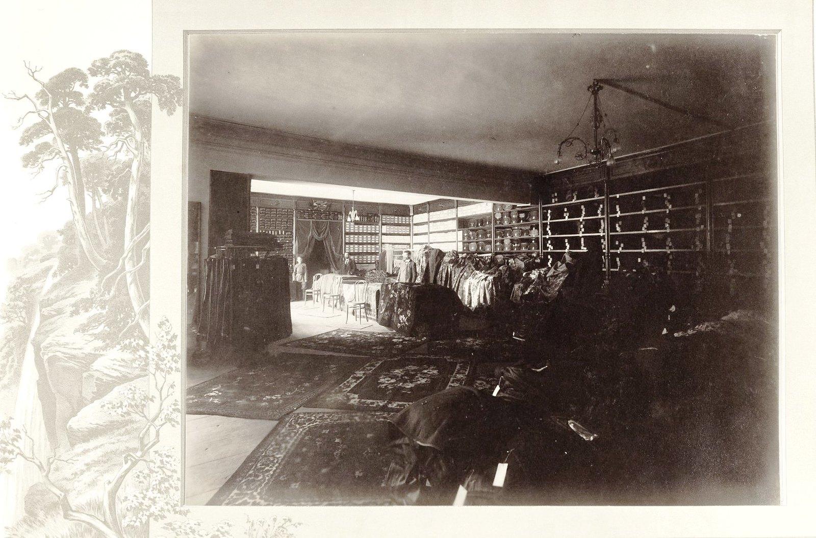 12. Отделение мебельных товаров и мужской обуви