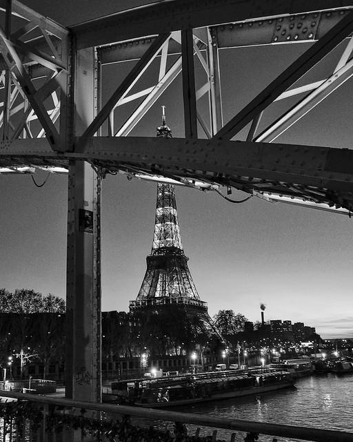 Ne pas se lasser des belles choses… Mes hommages Madame. From Paris with love.