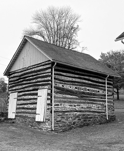 parkville maryland cromwellvalleypark logbuilding mono bw iphone