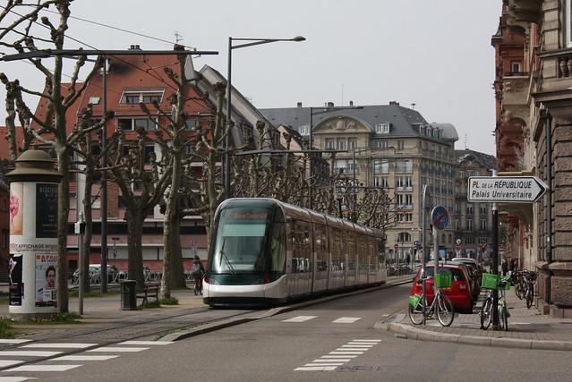 CTS: Alstom Citadis im Boulevard de la Victoire