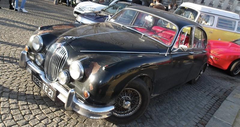"""Jaguar MK2 """" just out of the castel """"  -  Paris Vauban Janvier 2021 50822326001_d42641144c_c"""