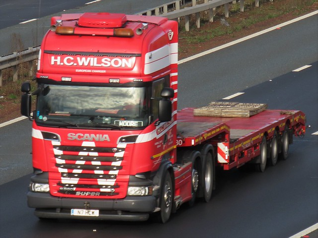 HC Wilson, Scania R560 V8 (N7HCW) On The A1M Southbound