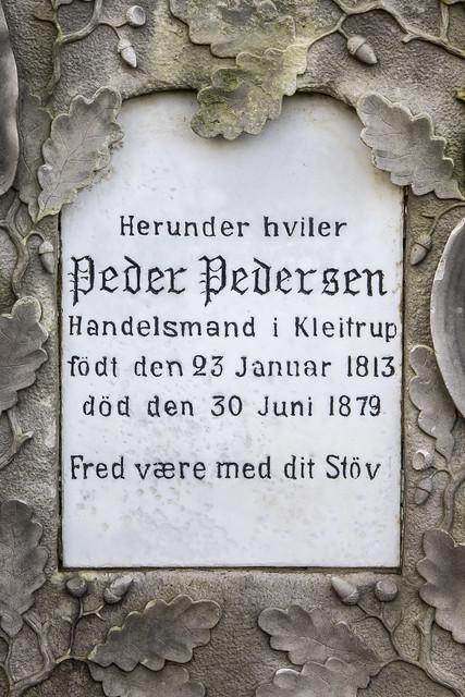 Handelsmand Peder Pedersens gravsten 3