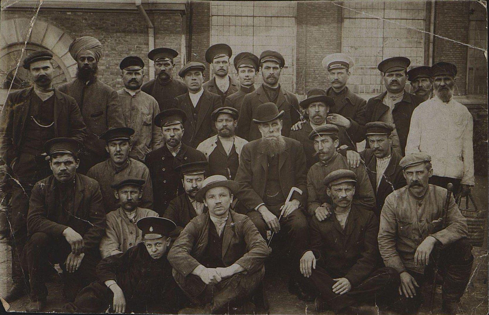 Рабочие литейного цеха завода РОПиТа.1905-1907