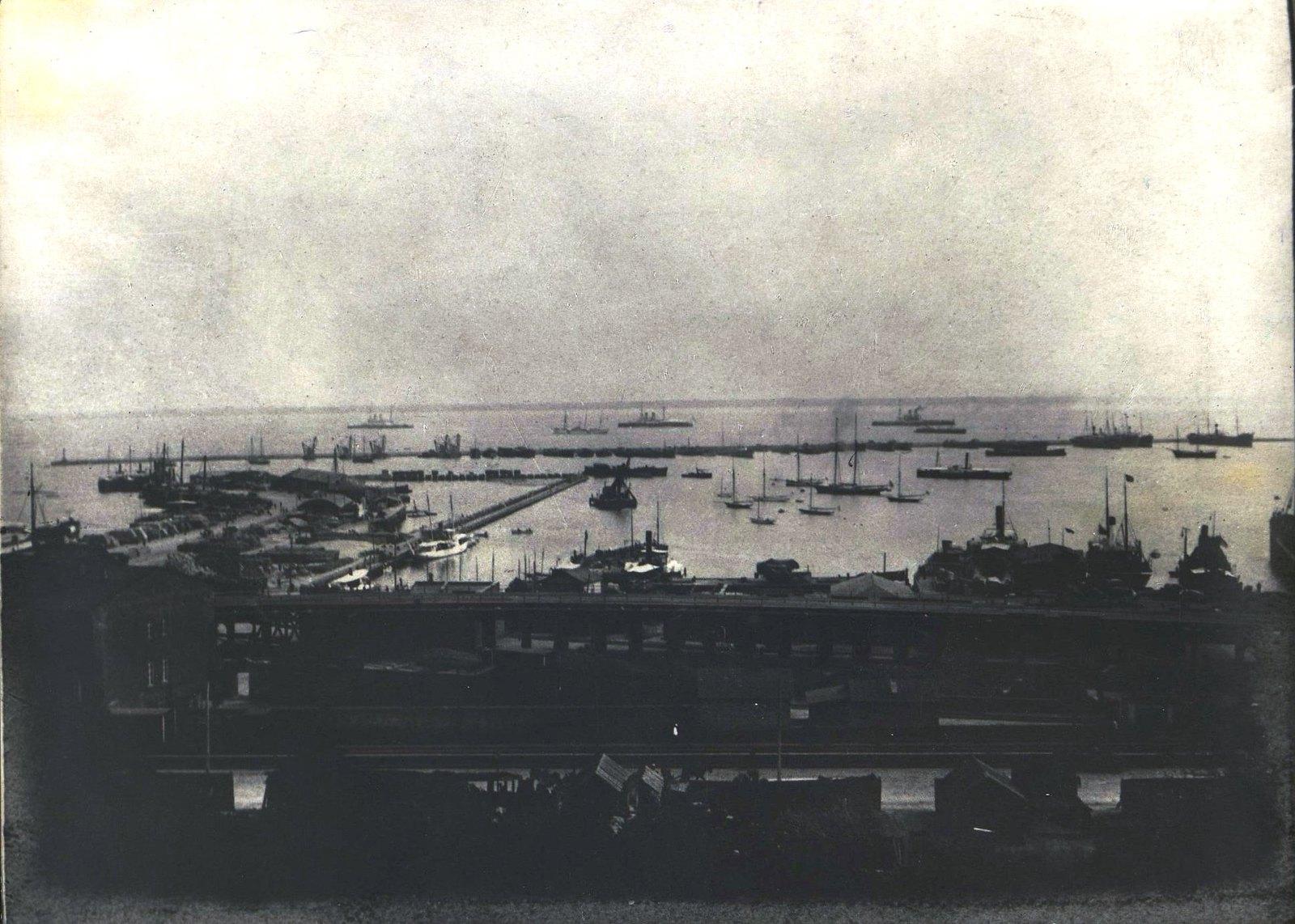 Вид Одесского порта.  Фотоателье Одесского дома офицеров.  1870