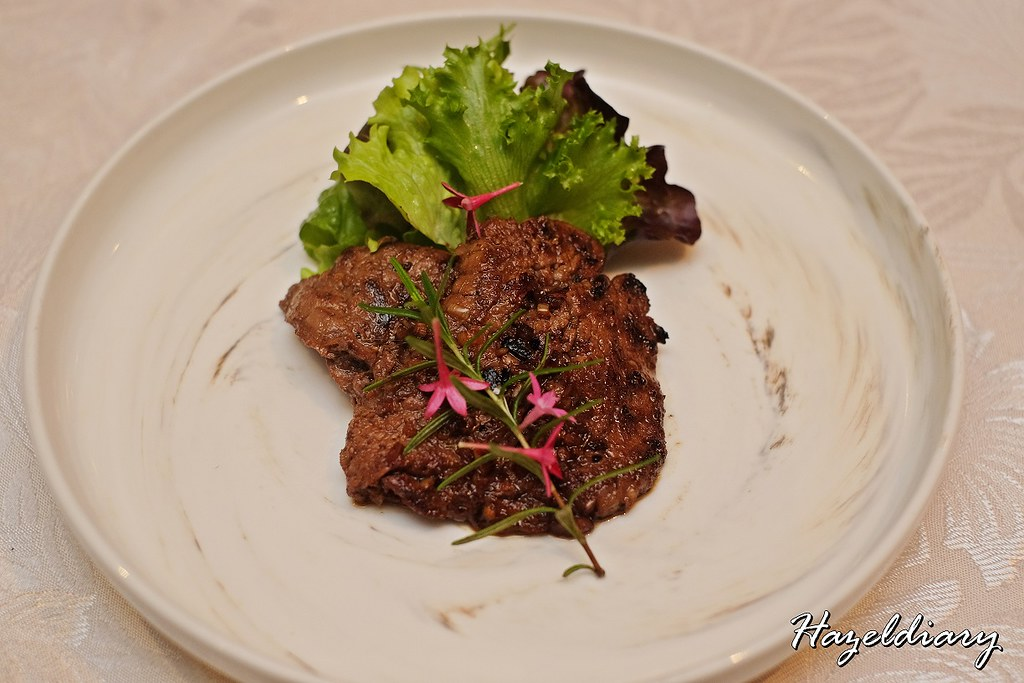 Hai Tien Lo Pan Pacific Singapore-Pan-fried Wagyu Beef Fillet with Chilled Salad in Sesame Sauce