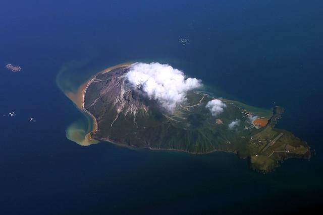 Iōjima Volcano, Japan erupting