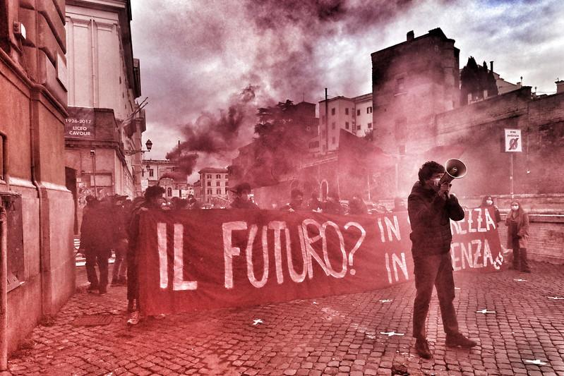 Protesta studenti e professori 'Il futuro?In sicurezza, in presenza'