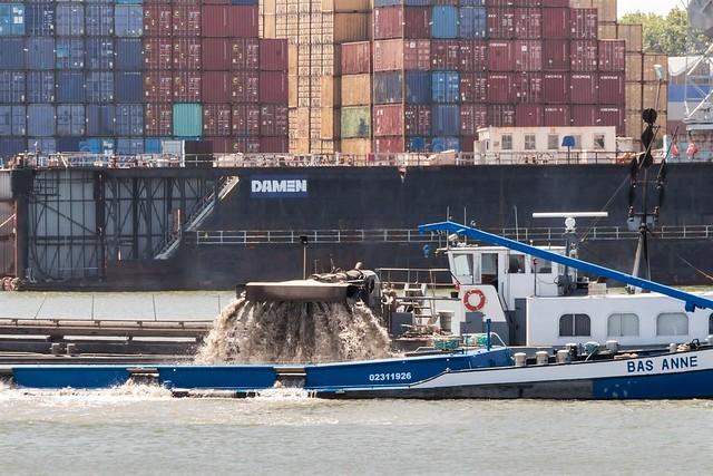 Rotterdam, haven, zand laden.