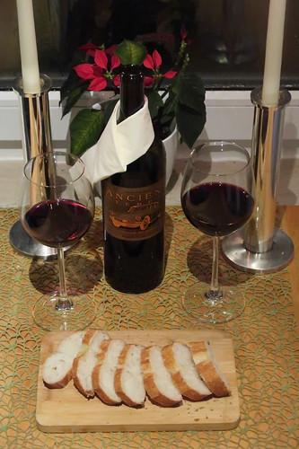 Restlicher Rotwein zum restlichen Baguette