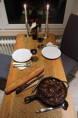 Coq au vin (Tischbild)