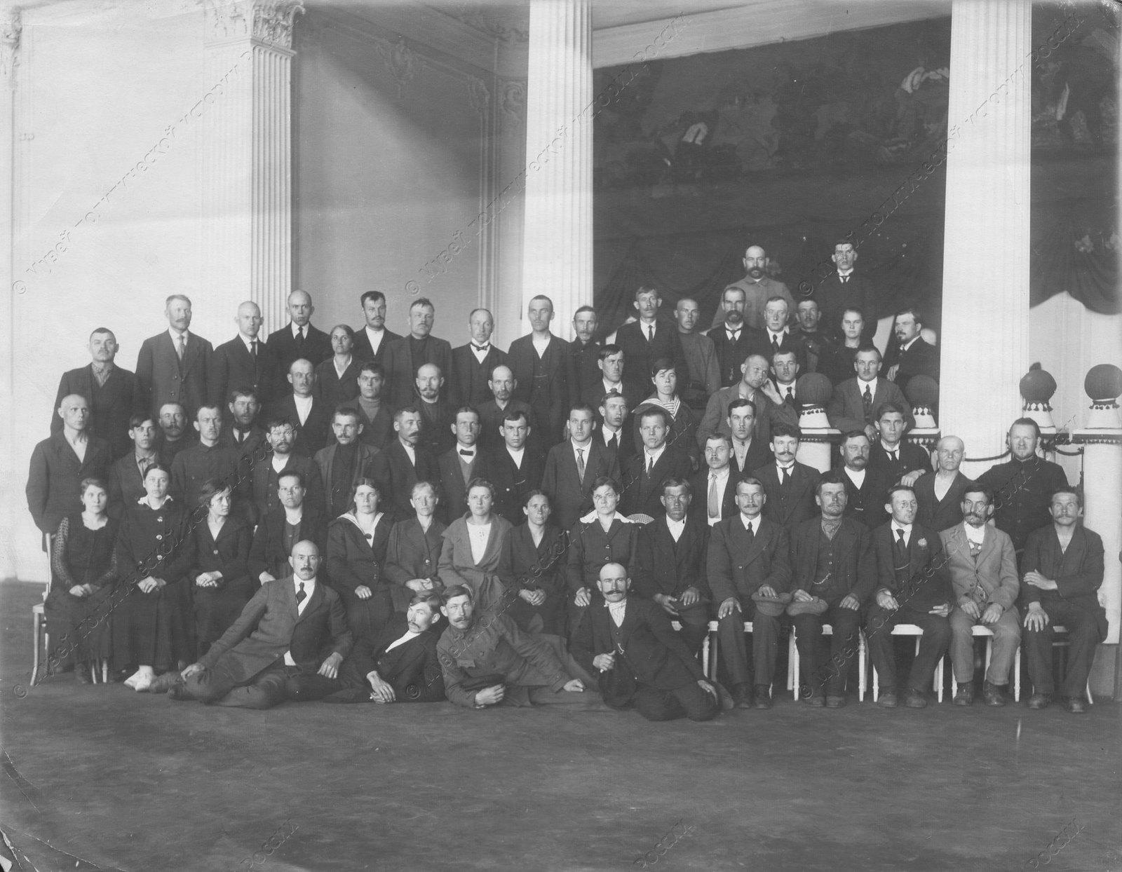 1919. Эстонская делегация с группой работников Совета профессиональных Союзов во Дворце труда