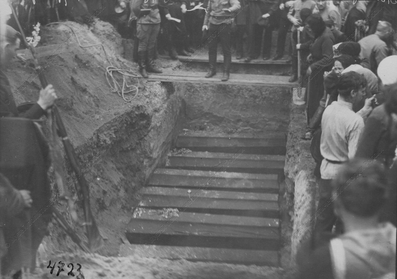 1919. Похороны красноармейцев и моряков, погибших в боях с бандами Юденича на подступах и Петрограду