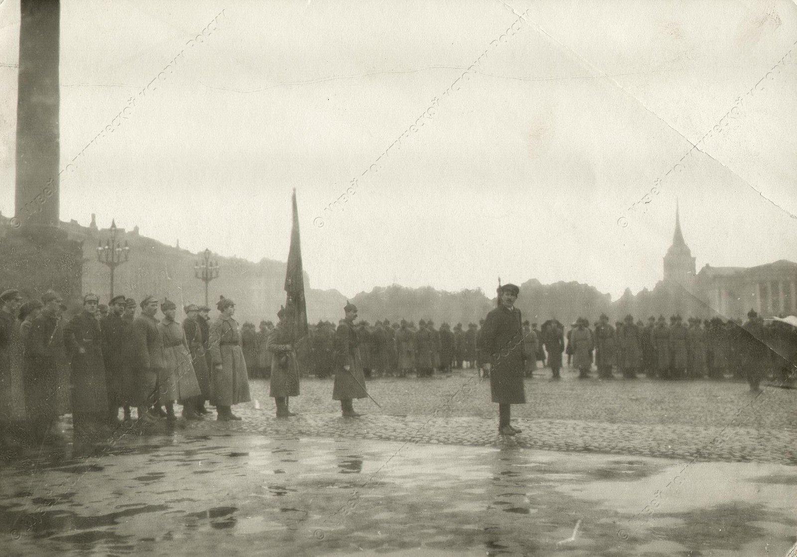 1919. Войска Красной Армии на Дворцовой пл.