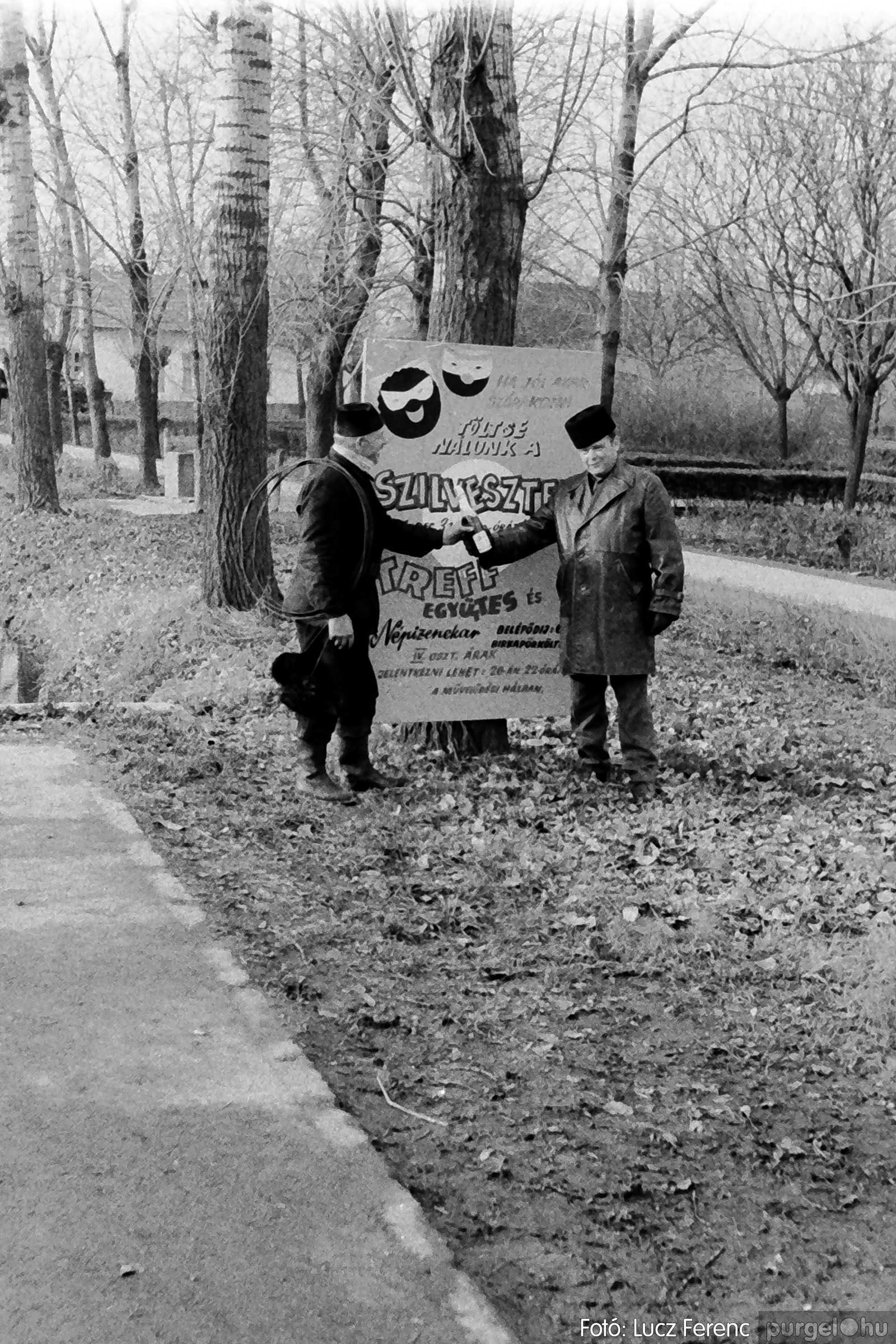 005 1974.12.31. Szilveszter 003 - Fotó: Lucz Ferenc - IMG00003q.jpg