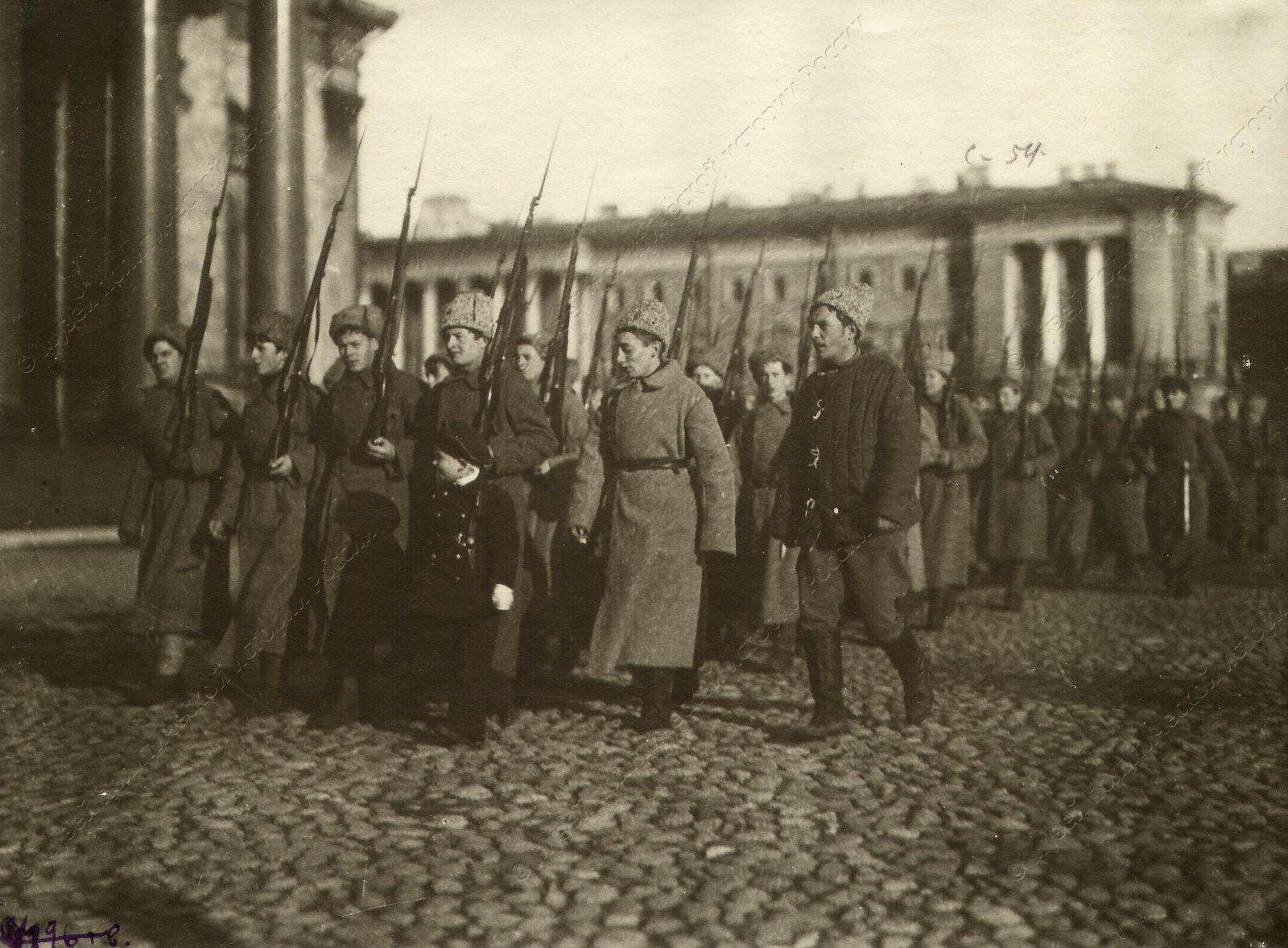 1919. Отряд молодых бойцов Красной армии отправляется на борьбу с Юденичем.