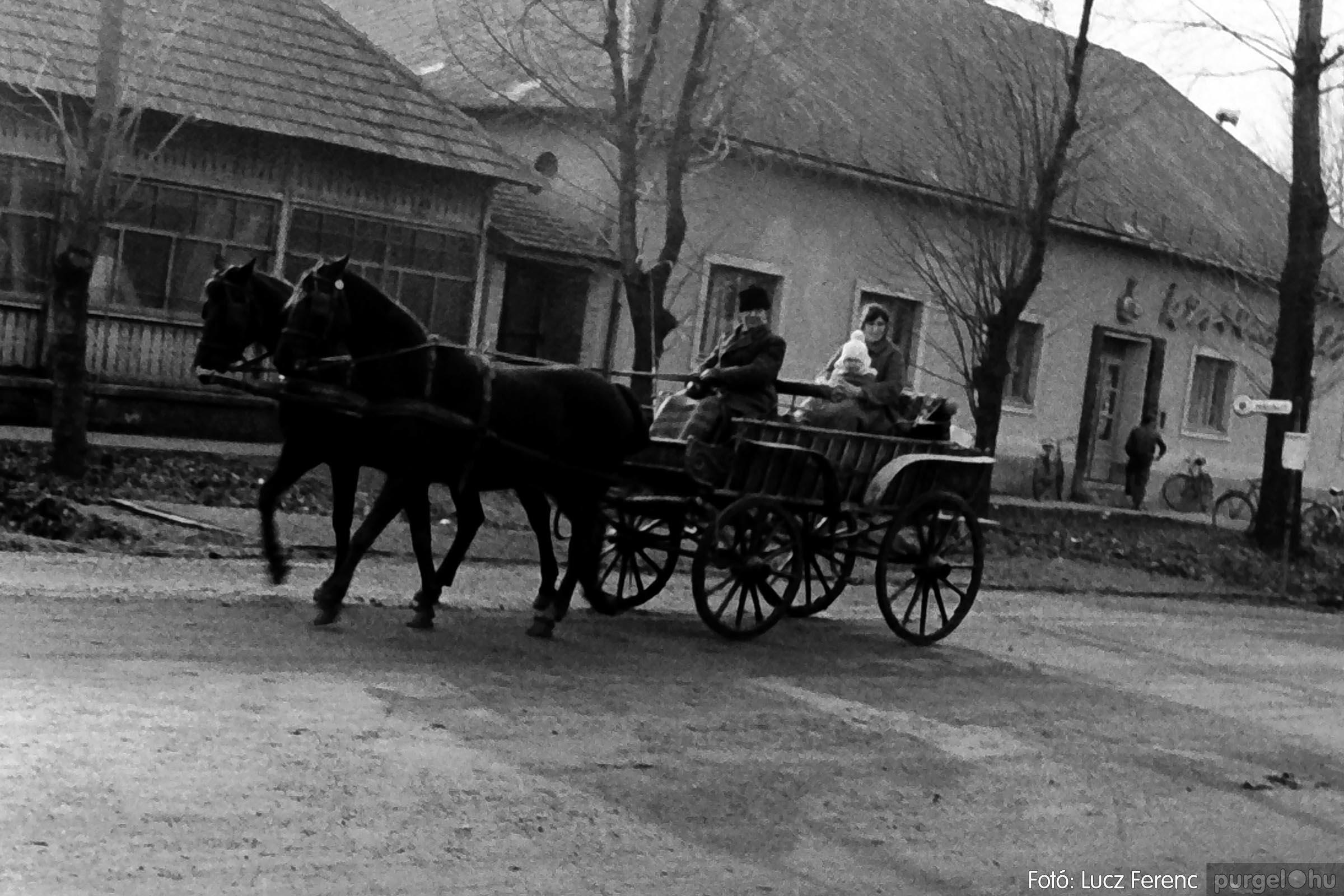005 1974.12.31. Szilveszter 009 - Fotó: Lucz Ferenc - IMG00009q.jpg