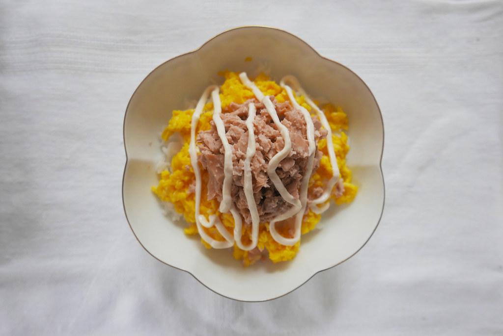 Tuna Mayo Rice! Mayo drizzled on top of tuna, egg, and rice.