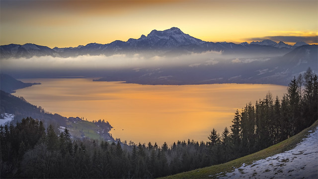 _DSC31019 Sunset across the Lake Atter with  the view to Mt. Schafberg / Upper-Austria