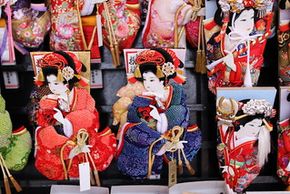 Hogoita (Japanese Racket) Market in Senso-ji Temple | by walking.biking.japan