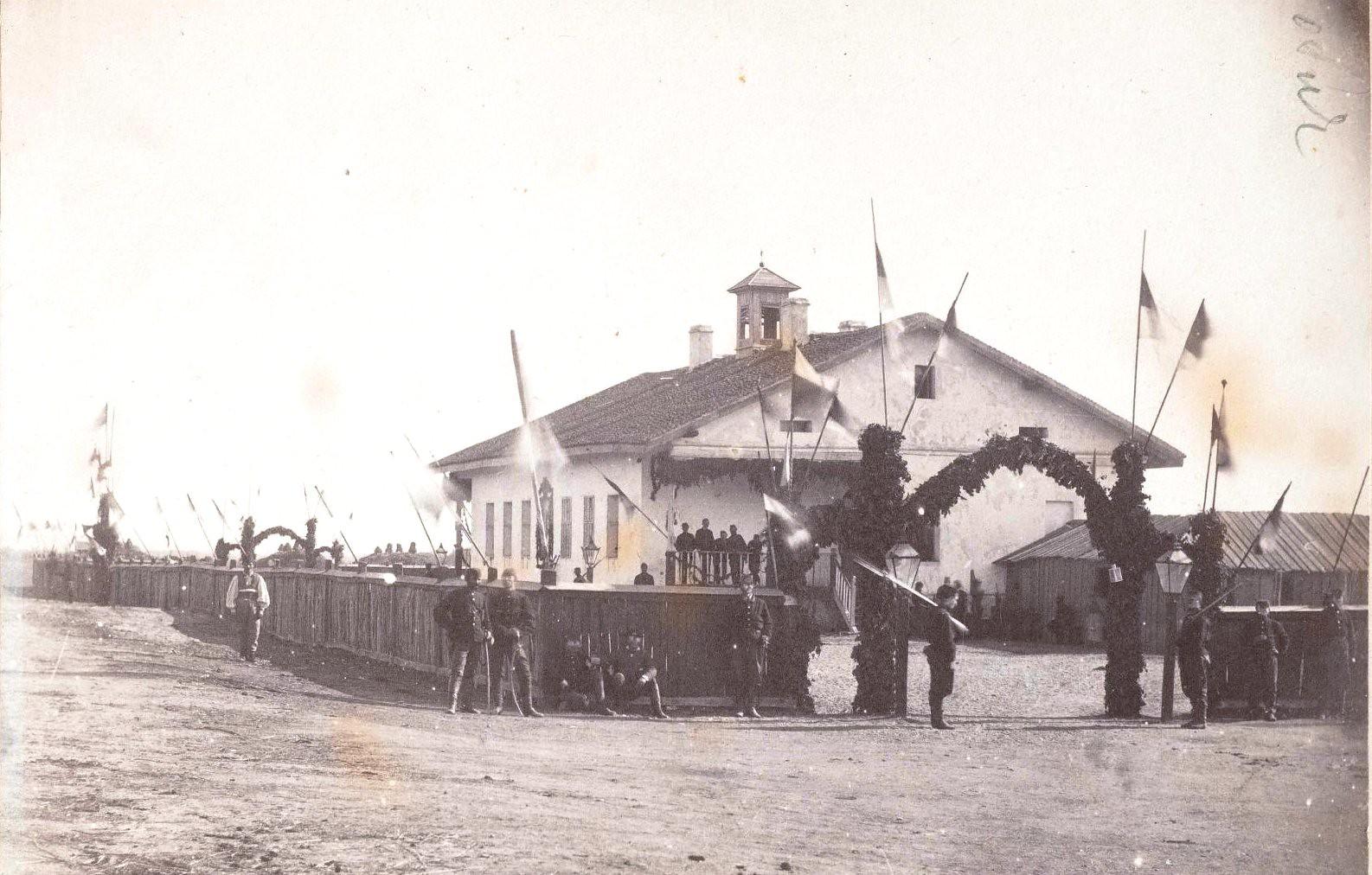1876. Сербские части у декорированных ворот