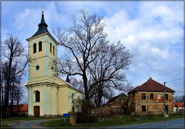 Bezdědice - Kostel Nanebevzetí P. Marie